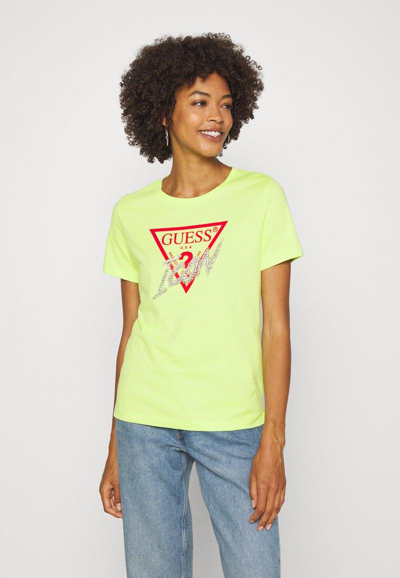 Guess - ICON  - T-shirt z nadrukiem - yellow glow
