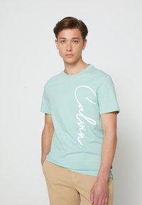 Calvin Klein - SUMMER SCRIPT LOGO - T-Shirt print - green - 0
