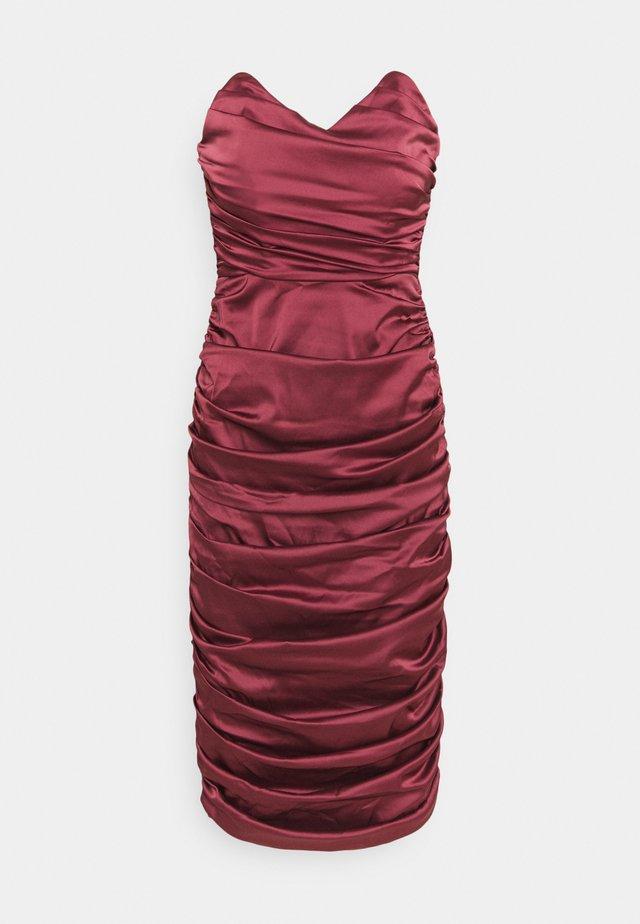 RUCHED SWEETHEART NECK MIDI DRESS - Vestito elegante - burgundy
