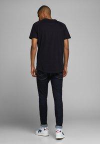Jack & Jones - JJECURVED TEE O NECK - Basic T-shirt - black - 2