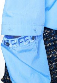 KARL LAGERFELD - POPLIN CUT OUT - Camisa - light blue - 4