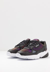 adidas Originals - Sneakersy niskie - core black/footwear white/mystery ruby - 4