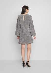 Nly by Nelly - BALLOON SLEEVE DRESS - Sukienka koktajlowa - silver - 2