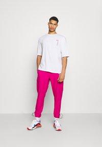 YOURTURN - UNISEX - T-shirt med print - white - 1