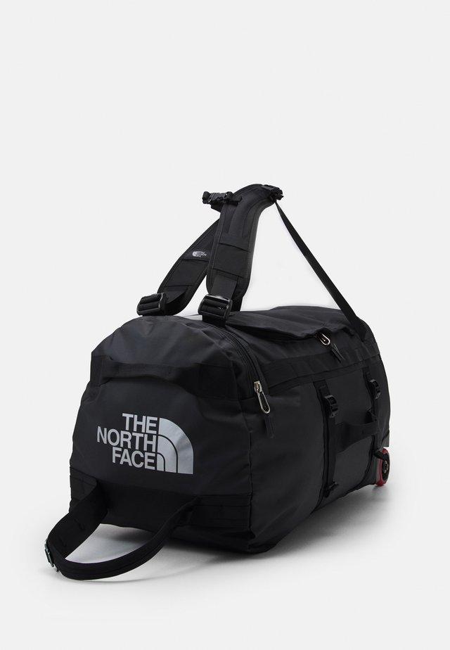 BASE CAMP DUFFEL ROLLER - Sac de voyage - black