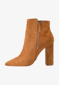 Buffalo - FERMIN - Kotníková obuv na vysokém podpatku - camel - 1