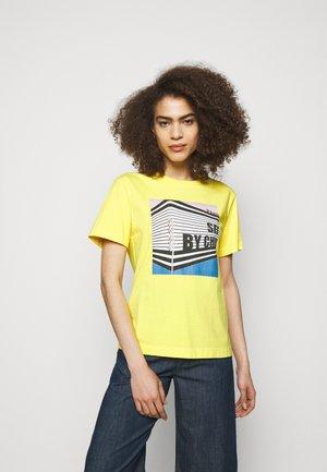 T-shirts med print - daffodil yellow