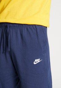 Nike Sportswear - CLUB - Shorts - midnight navy/white - 5