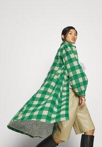 Résumé - ALINA COAT - Classic coat - sand - 4