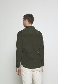 Selected Homme - SLHREGHENLEY CAMP - Overhemd - deep forest - 2