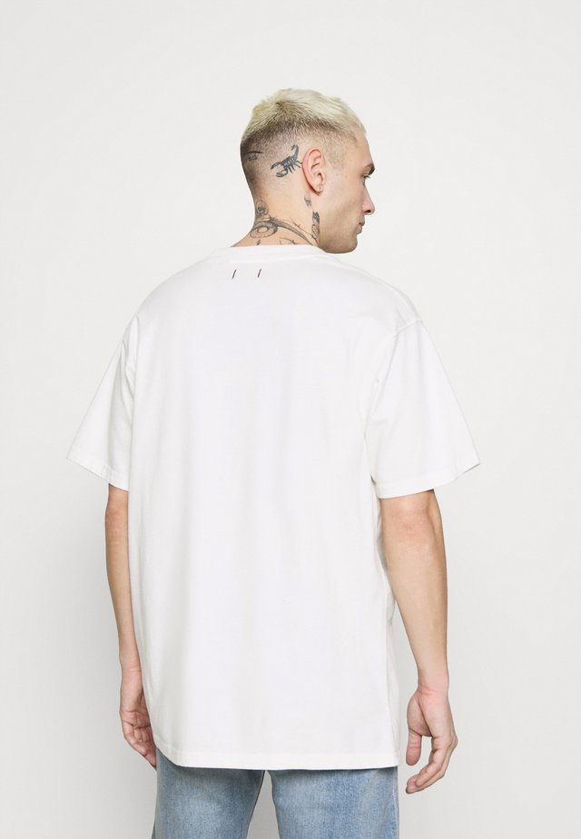 JPRBLUJULIO TEE CREW NECK - T-shirt basic - whisper white