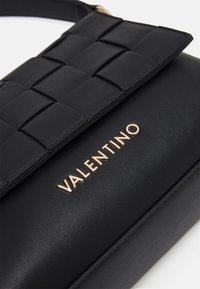 Valentino Bags - PALOMA - Taška spříčným popruhem - nero - 3