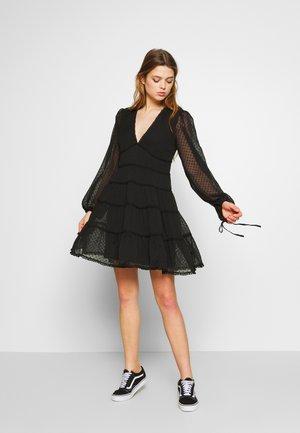 Donna Romina x NA-KD - Vestido informal - black