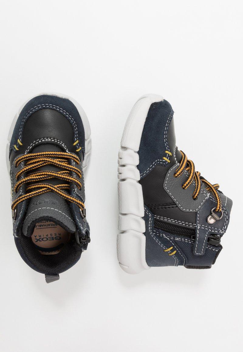 Geox - FLEXYPER BOY - Dětské boty - navy/black