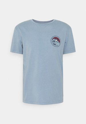 MOUNTAIN VIEW - Print T-shirt - citadel blue