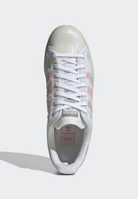 adidas Originals - SUPERSTAR FUTURESHELL - Tenisky - ftwr white/semi solar red/bright blue - 1