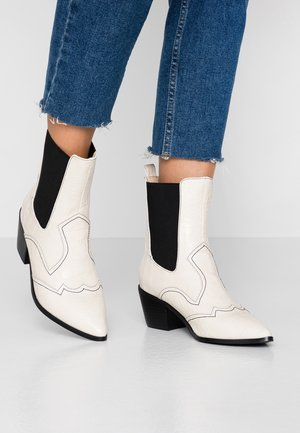 LOLA - Cowboy/biker ankle boot - cream