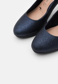 Tamaris - COURT SHOE - Zapatos altos - navy glam - 5