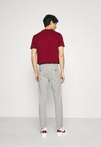 Lindbergh - SUPERFLEX PANTS  - Pantalon classique - light grey - 2