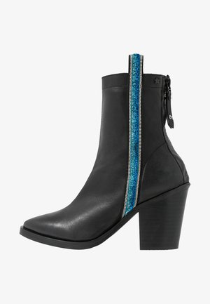 VILLAREAL - Classic ankle boots - black
