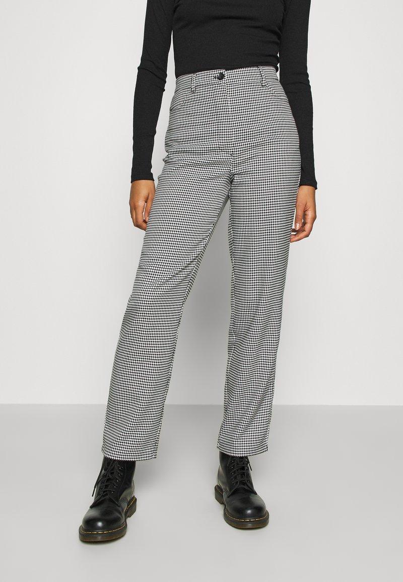 Monki - SIMONE TROUSERS - Trousers - white light