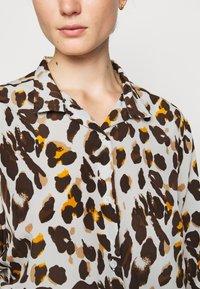 Steffen Schraut - KIKIS FANCY BLOUSE - Button-down blouse - beige - 5