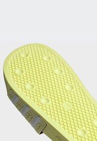 adidas Originals - ADILETTE SLIDES - Badesandaler - yellow - 7