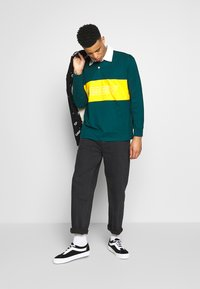 Obey Clothing - HARD WORK CARPENTER - Džíny Relaxed Fit - dusty black - 1