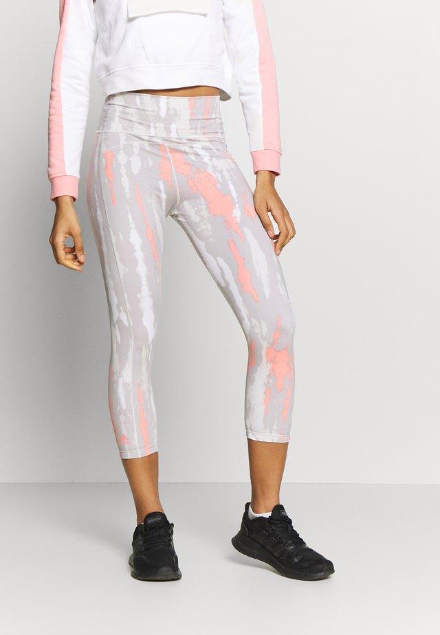 BELIEVE THIS SPORT LEGGINGS CAPRI TIGHTS - 3/4 sportovní kalhoty - grey/pink