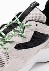 ARKK Copenhagen - KANETYK SUEDE 2.0 - Sneaker low - soft grey/vivid green - 5