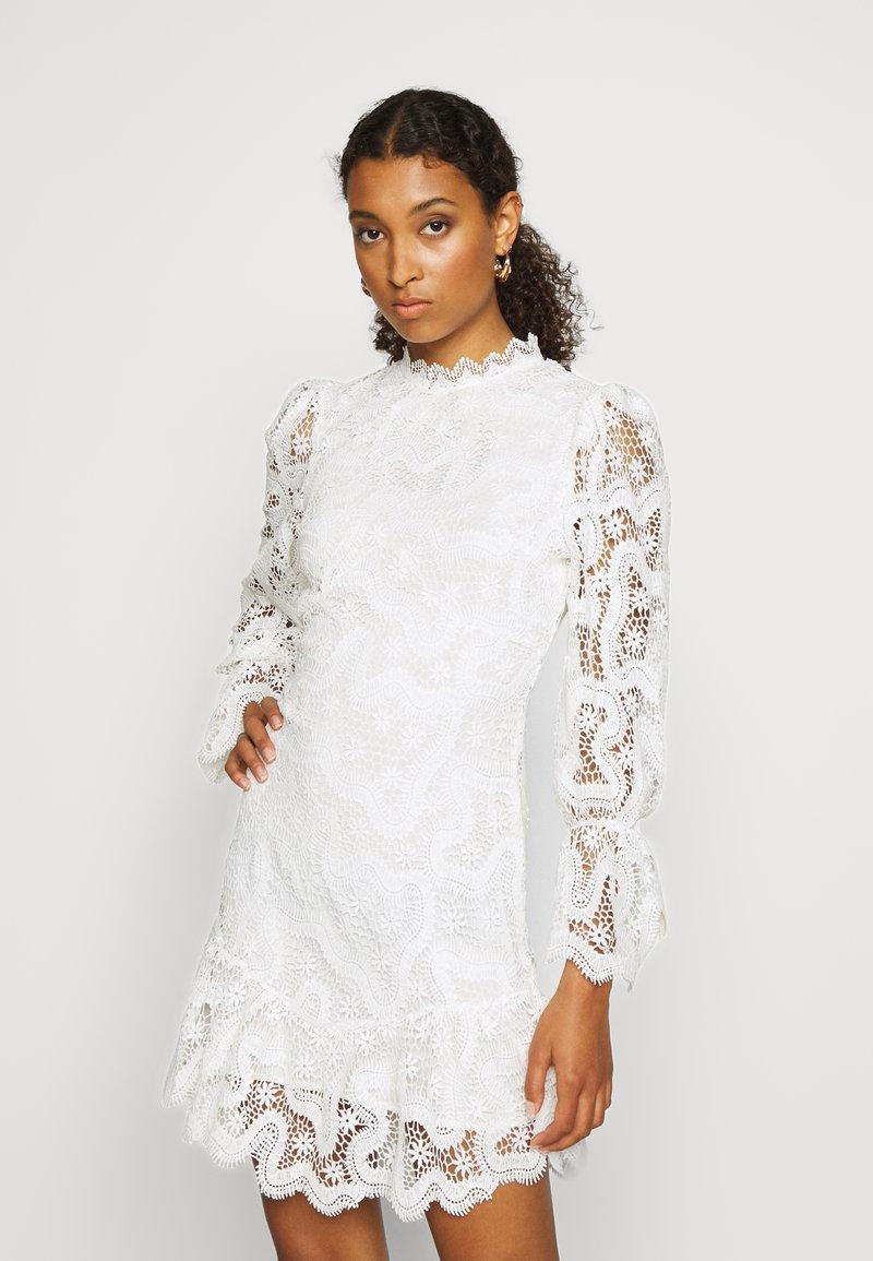 Never Fully Dressed - WHITE GEORGIA MINI DRESS - Kjole - white
