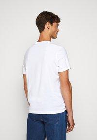 Michael Kors - OPTICAL TEE - Print T-shirt - white - 2