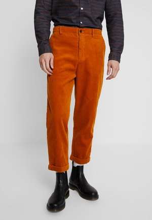 TOBY CORDUROY - Pantaloni - burned yellow