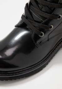 Tommy Hilfiger - Botines con cordones - black - 5