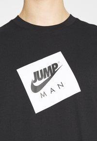 Jordan - JUMPMAN BOX CREW - T-shirt med print - black/white - 4
