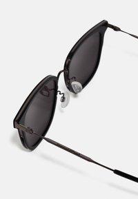 McQ Alexander McQueen - Sluneční brýle - black - 1