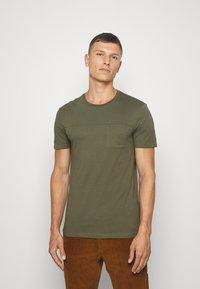 Pier One - Basic T-shirt - olive - 0