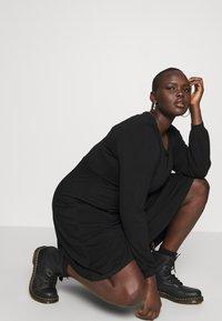 Dorothy Perkins Curve - EMPIRE DRESS - Jerseykjole - black - 3