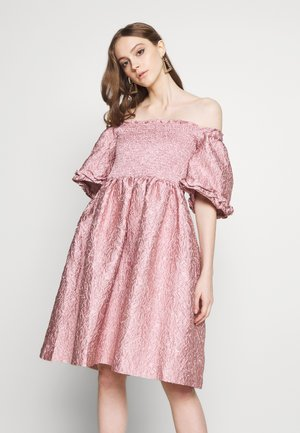 RIPPLE JACQUARD MINI DRESS - Cocktailkjoler / festkjoler - pink