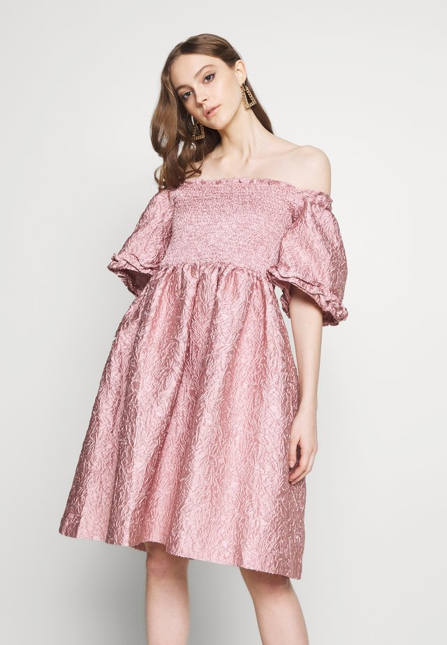 RIPPLE JACQUARD MINI DRESS - Juhlamekko - pink