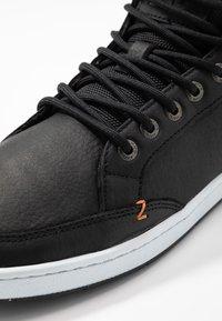 HUB - INDUSTRY - Sneakers high - black/white - 5