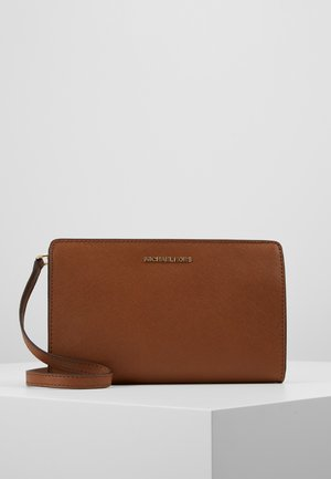 JET SET TRAVEL CROSSBODY - Bandolera - luggage