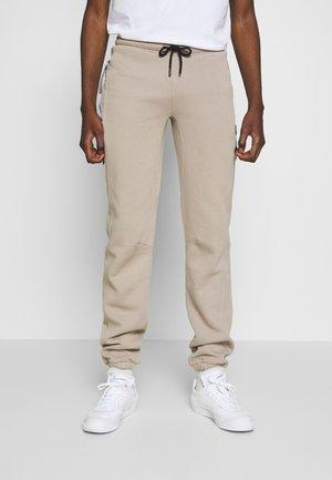 DAILY BASIS JOGGERS - Pantaloni sportivi - khaki