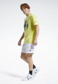 Reebok Classic - CLASSICS SHORTS - Shorts - white - 1