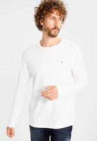 GANT - THE ORIGINAL - Langærmede T-shirts - egg shell - 0