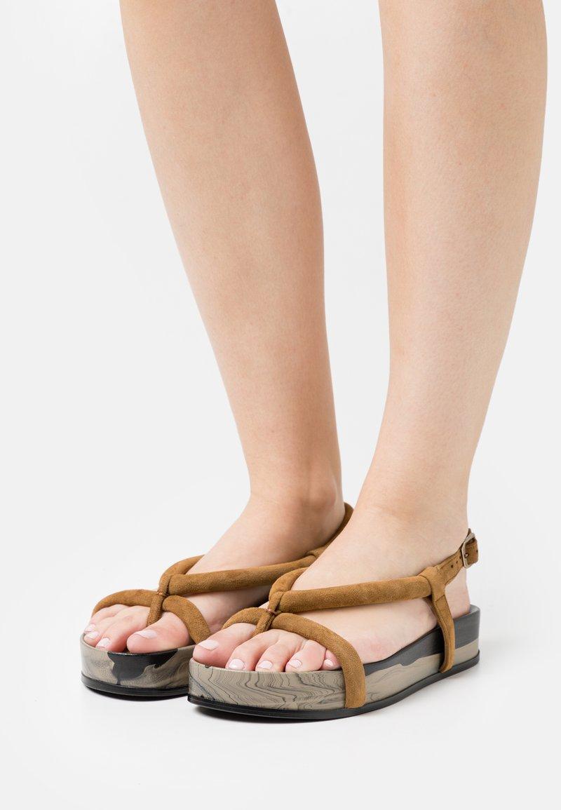 Oa non fashion - T-bar sandals - marmo fango