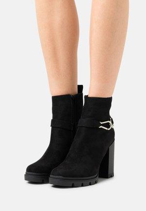 ONLBRAVE LIFE BUCKLE - Ankelboots med høye hæler - black
