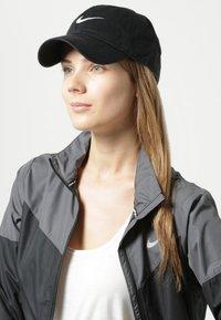 Nike Sportswear - SWOOSH HERITAGE86 - Caps - black/wolf grey - 1