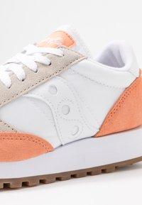 Saucony - JAZZ VINTAGE - Sneakers - white/cantaloupe - 7