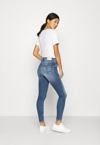Calvin Klein Jeans - HIGH RISE SUPER SKINNY ANKLE - Jeansy Skinny Fit - mid blue shank - 2